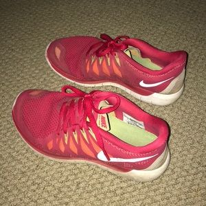 Nike red tennis shoes